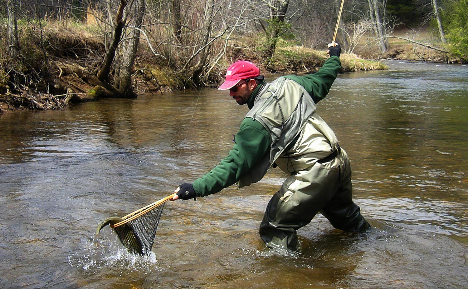 Landing big fish video fly fishing gink and gasoline for Fly fishing 101